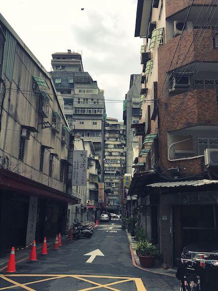 建物の外観が汚いヴァージョンの日本