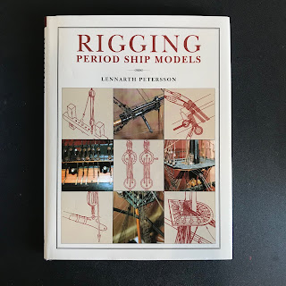 Libro di modellismo navale utile per sistemare le funi e le vele del modellino