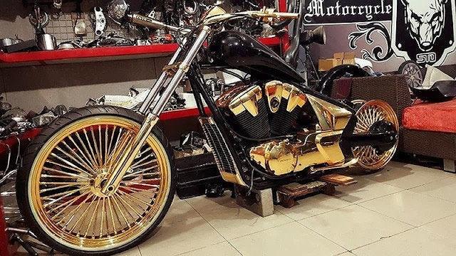 Moto mạ vàng của Phúc XO
