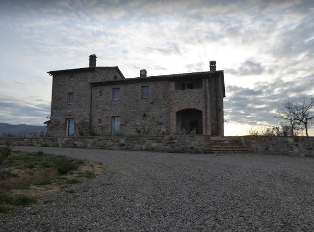 l'entrata di Casa Antheia
