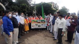 हरी झंडी दिखाकर डेंगू के विरूद्ध जंग की शुरुआत