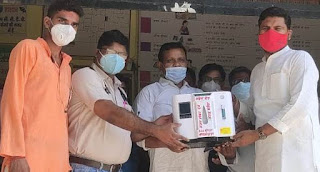 अजय शंकर दूबे  ने सौंपी ऑक्सीजन कॉन्सन्ट्रेटर मशीन    #NayaSaberaNetwork