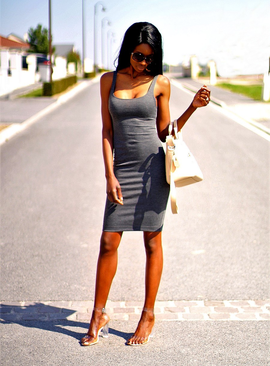 look-du-jour-petite-robe-noire-sac-kenzo-talons-perspex