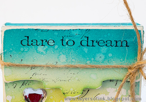 Layers of ink - Journaling Card Box Tutorial by Anna-Karin with Sizzix Eileen Hull Recipe Card Box.