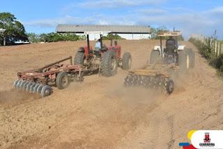 ZONA RURAL: Mais de 200 famílias de agricultores familiares são beneficiadas com corte de terra