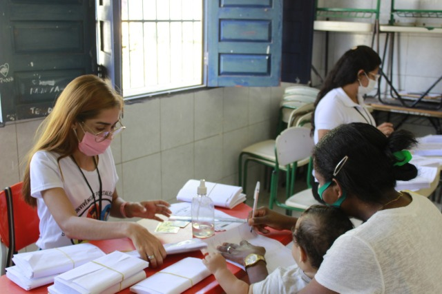 Entregas dos cartões alimentação do Auxílio Municipal Emergencial continuam nesta quarta-feira (30)