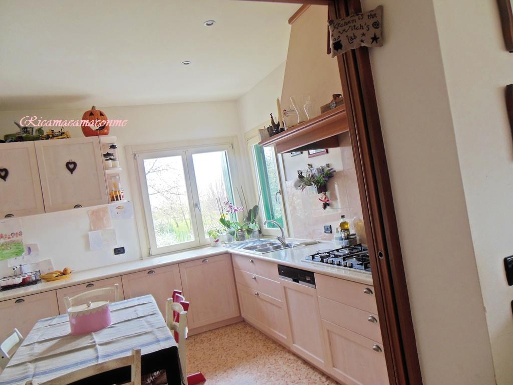 Ricama e ama con me la mia cucina - Cucina con finestra ...