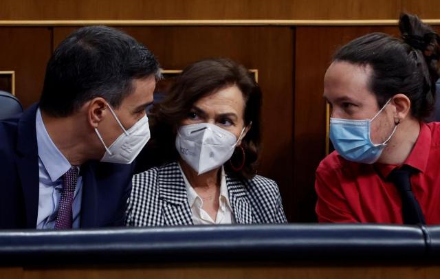 Sánchez y Casado abren la campaña madrileña con acusaciones de corrupción y de que el Gobierno hace aguas