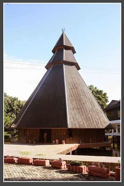 Gambar Rumah adat Kariwari Papua