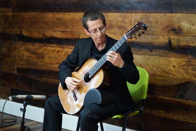 Guitarrista Nicolás Emilfork