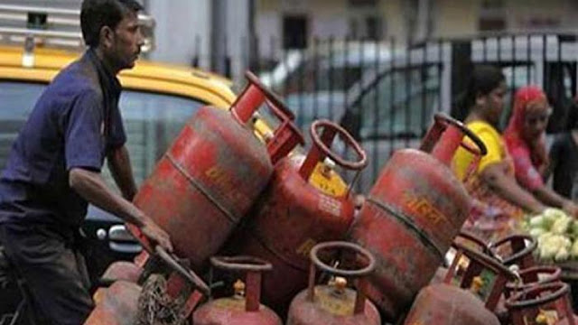 गैस सिलेंडर पर मिलने वाली सब्सिडी में बदलाव नहीं, सरकार ने बताई हकीकत
