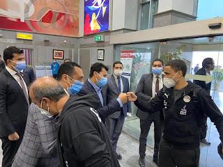 وزير الرياضة يستقبل بعثة المنتخب الوطني بمطار القاهرة بعد التغلب علي توجو وتصدر المجموعة