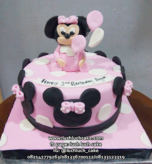 Minnie Mouse Pink Fondant Birthday Cake