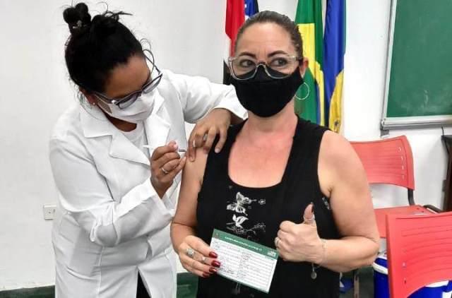 Saúde da Ilha anuncia vacinação na faixa etária 65 e 66 anos e prossegue com a segunda dose nos grupos prioritários