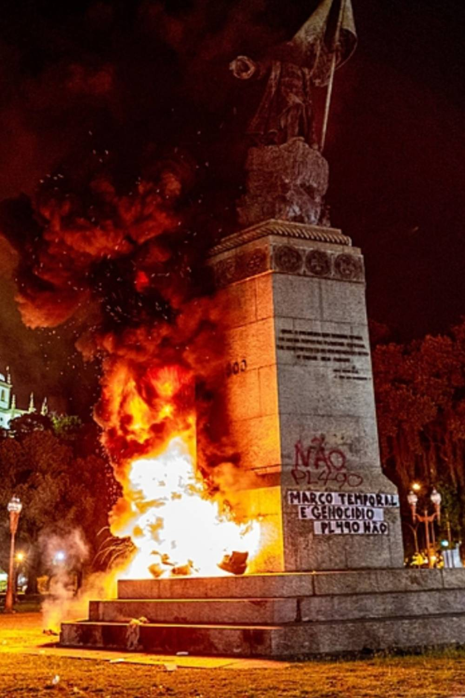 literatura paraibana historia apagada vandalismo monumentos fotos falsas russia stalin trotsky