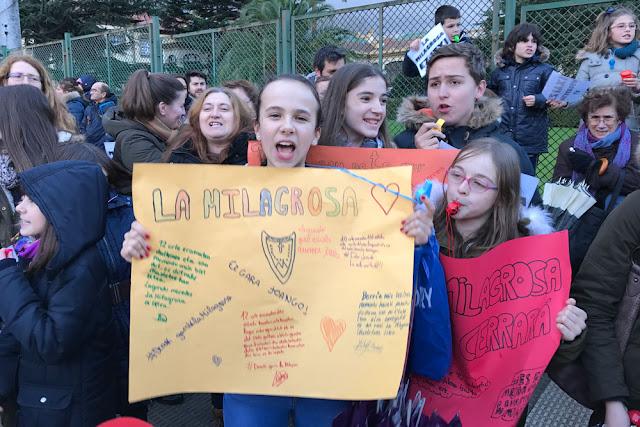 Protesta de escolares, familias y trabajadores del colegio La Milagrosa