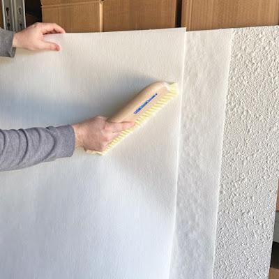 Alisar una pared con papel pintado cubre gotelé