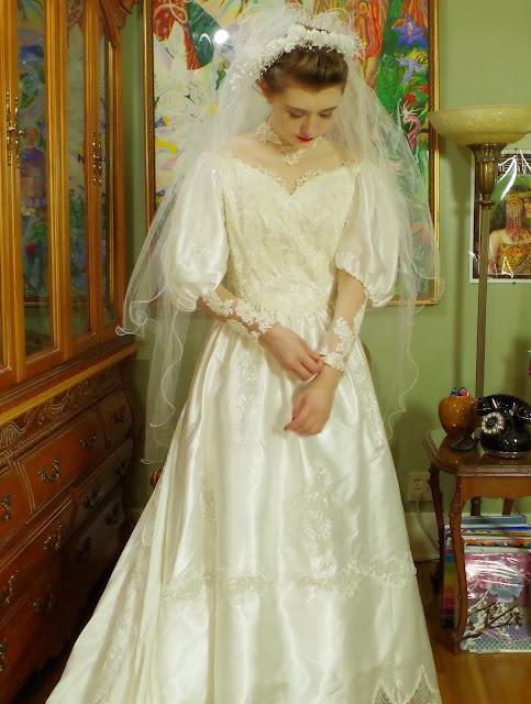 Wedding, Wedding Gown, Weddng Dress, Bridal Salon