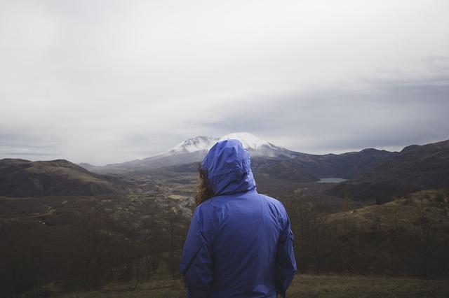 Rekomendasi Jaket Gunung Hangat dan Ringan