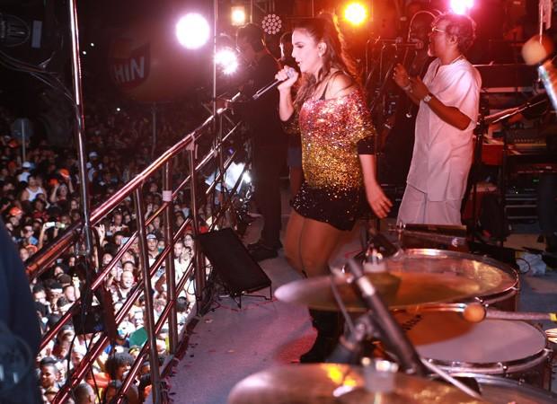 """Ivete Sangalo celebra retorno dois meses após parto e avisa: """"não esperem tanquinho"""""""