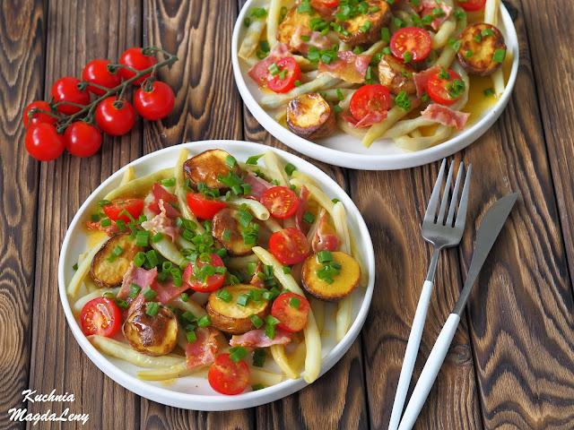 Sałatka z fasolką szparagową, boczkiem i pieczonymi ziemniaczkami