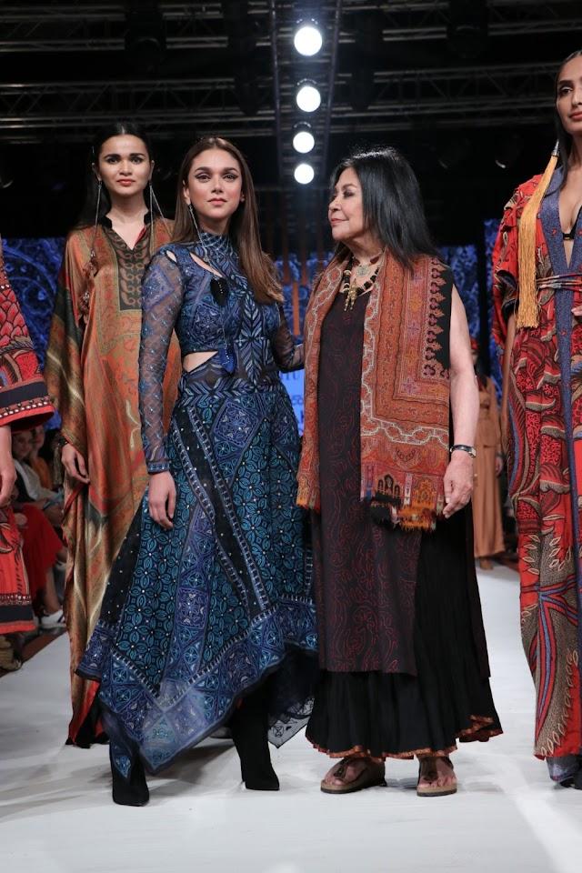 Aditi Rao Hydari walks for Ritu Kumar at Lakme Fashion Week
