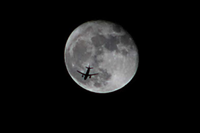 Plane discovered in Moon.  Photo from Palmia Observatory