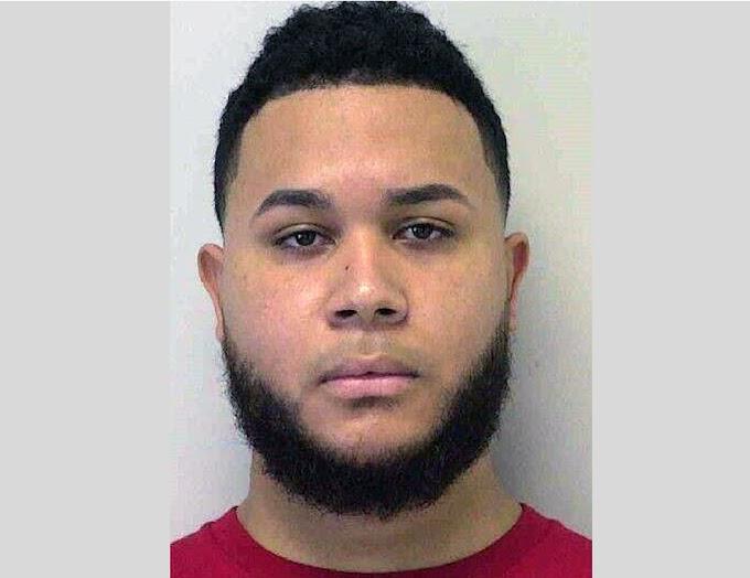 Un dominicano acusado por relaciones sexuales con adolescente de 14 y chantajearla para grabar videos de sexo