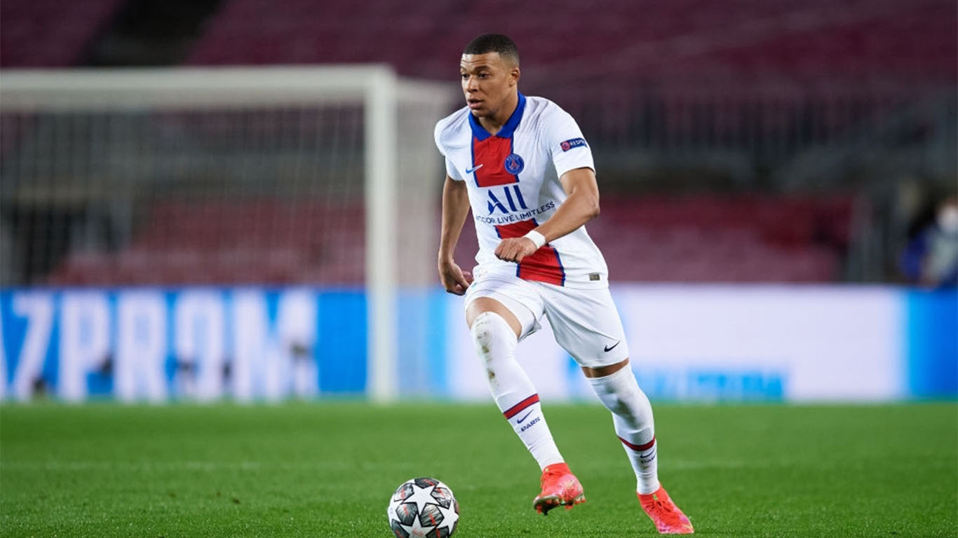kylian-mbappe-of-paris-saint-germain-runs-with-the-ball-news-photo