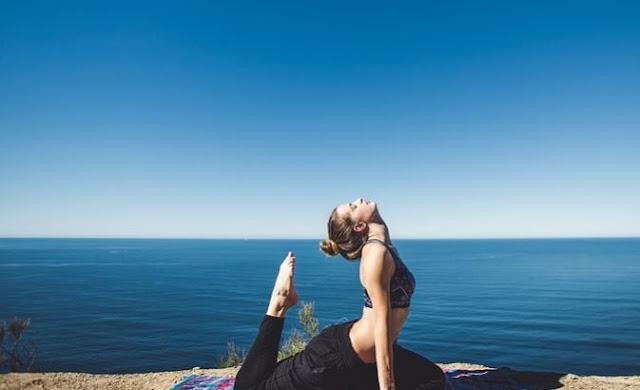 Cara Meningkatkan Kekebalan Tubuh dan Kesehatan Usus dengan Yoga