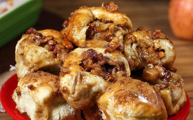 https://www.theslowroasteditalian.com/2013/09/crazy-caramel-apple-pie-bombs-recipe.html