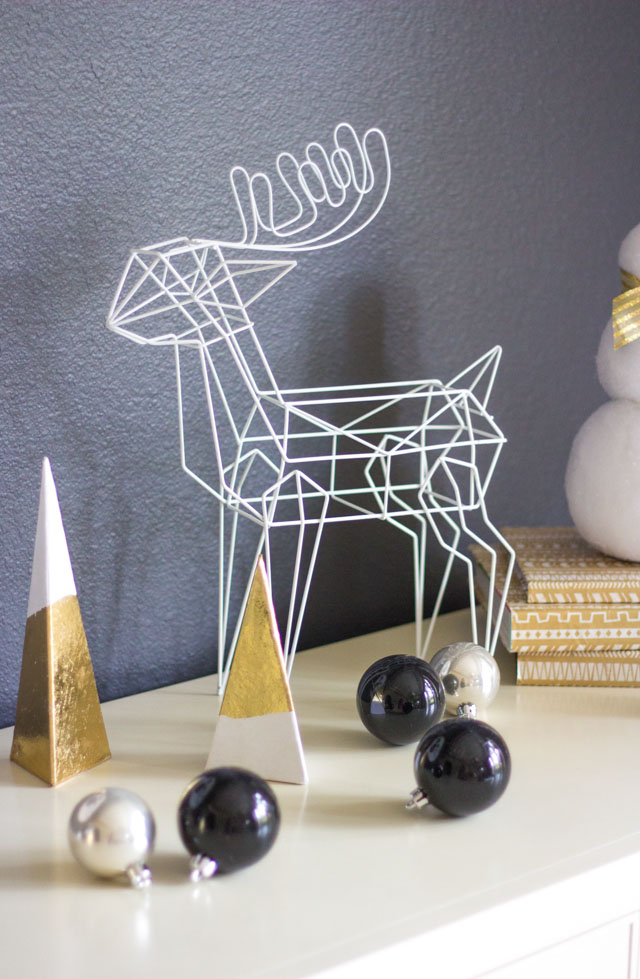Love this modern wire reindeer Christmas decor!