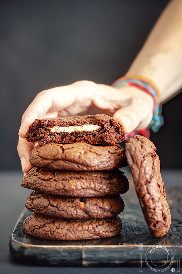 Ultimativno čokoladni keks punjen kokos kremom