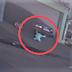 """VÍDEO: Pai quase atropela o próprio filho ao sair de casa em Goiânia: """"Foi um milagre"""""""