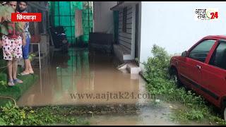 नालियो की सफाई नहीं होने के कारण घरों में घुसा पानी, आंगन लबालब