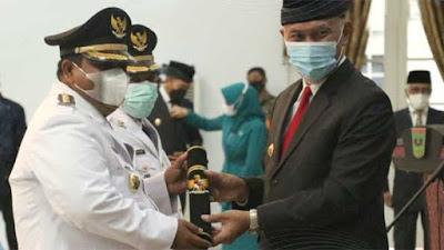 Gubernur Mahyeldi Lantik 11 Pasangan Kepala Daerah se-Sumbar