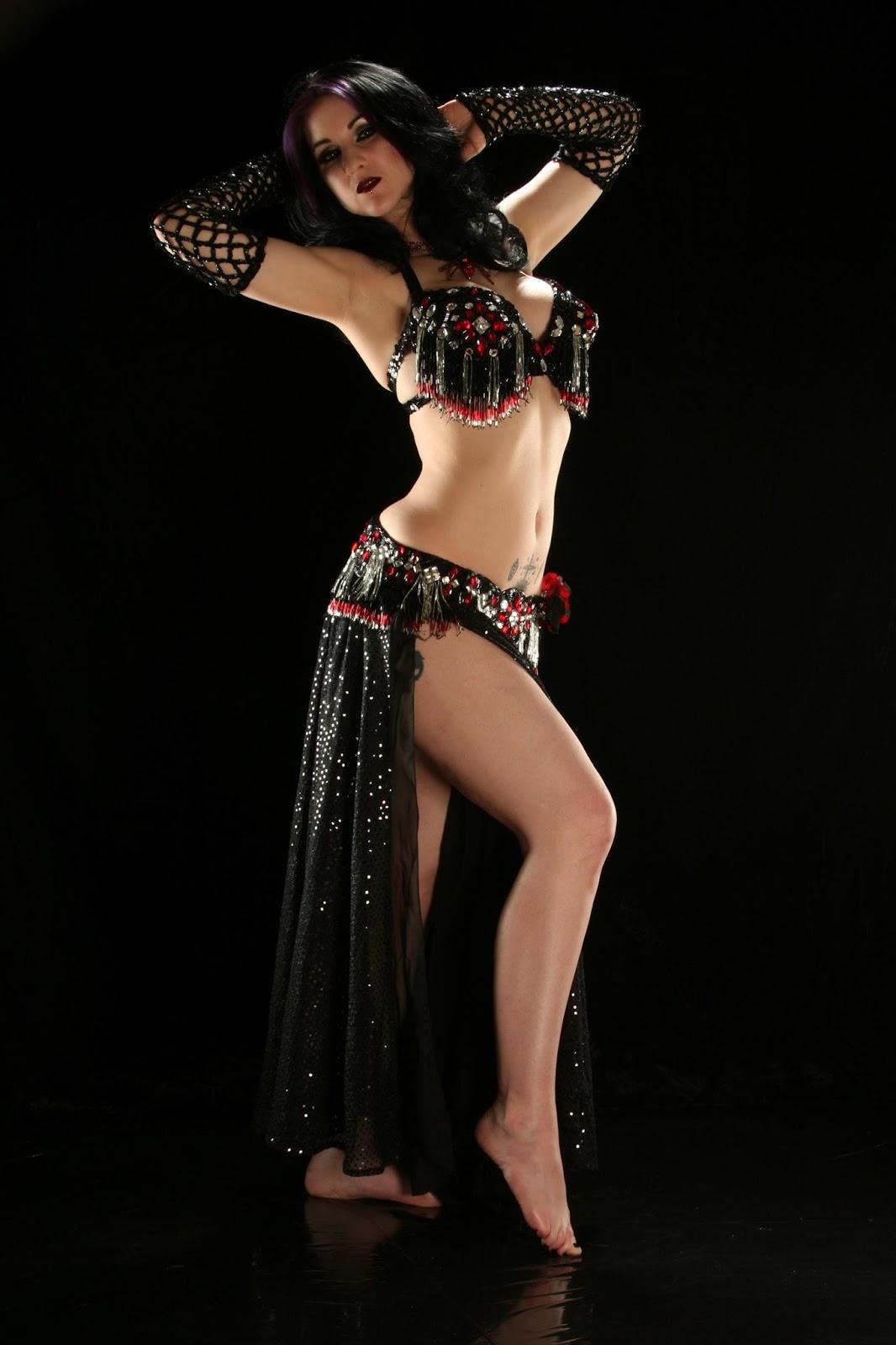 Sunny Leone's Pole Dancing