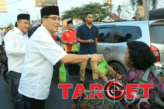 Semarak Ramadhan Gusdurian Berbagi 4000 Takjil di Alun - Alun Juwana Pati