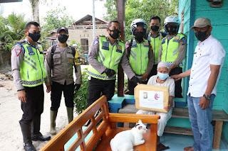Operasi Patuh Seligi 2021, Satlantas Polres Lingga Bagikan Paket Sembako Kepada Masyarakat