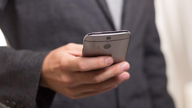 Chino que logró estafar a Apple casi un millón de dólares reclamando miles de iPhone a cambio de aparatos falsos se declara culpable