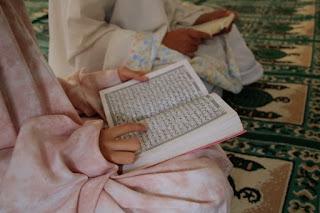 3 Koreksi Manfaat Surat Al-Waqiah Pada Hadist Dhaif