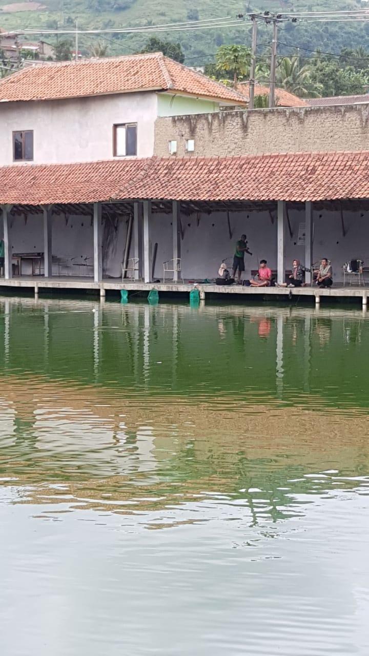 Kolam pemancingan ikan Cikamuning Padalarang