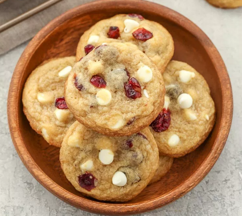 SOFT AND CHEWY WHITE CHOCOLATE CRANBERRY COOKIES #desserts #cakes #cookies #chocolate #easy