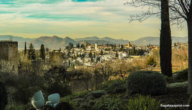 Granada: o bairro mouro do Albaicín visto da Alhambra