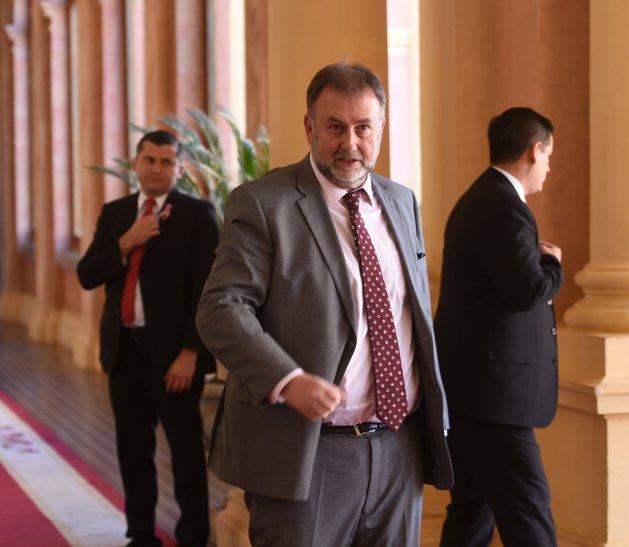 Legisladora brasileña vincula a Benigno López con hijo de Jair Bolsonaro.