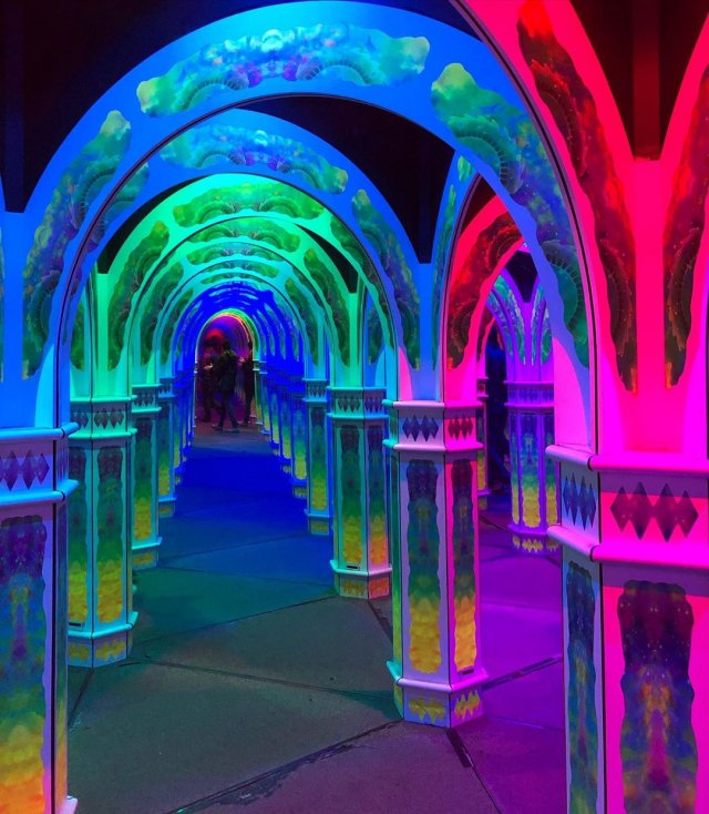 California (San Francisco) - a mirrored glowing maze, from which it is very difficult to get out