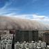 Tempestade de areia gigantesca 'engole' cidade chinesa; assista