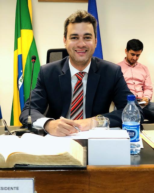 Presidente Carlos Viégas Jr antecipa salários e 13º dos servidores da Câmara Municipal de Goiana