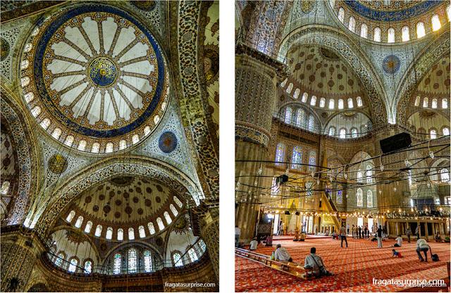 Detalhes do interior da Mesquita Azul, em Istambul, Turquia