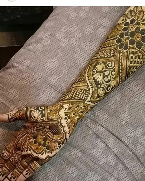beautiful-lotus-mehndi-for-front-hand-side
